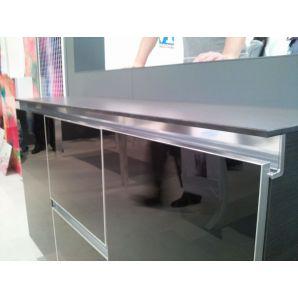 ALU14 élzáró profil bútorba építve